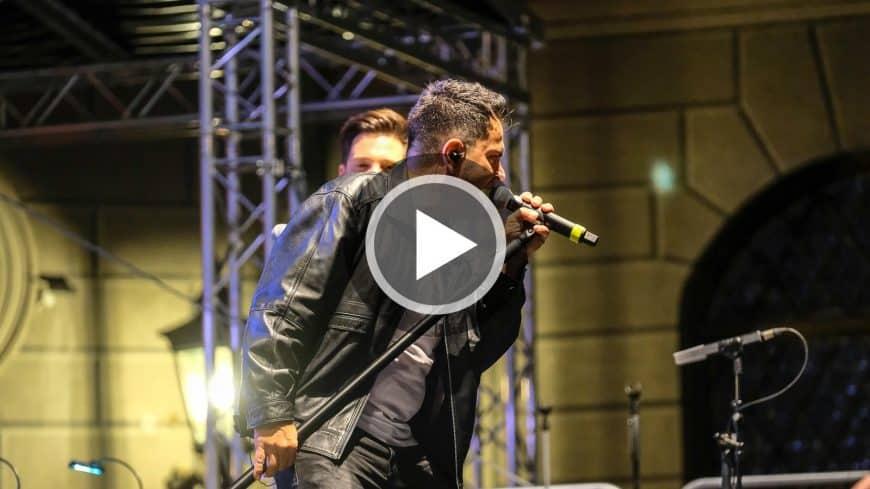 """Im Video präsentiert Sandro und die Bigband STEINBACH """"1000 mal berührt""""."""