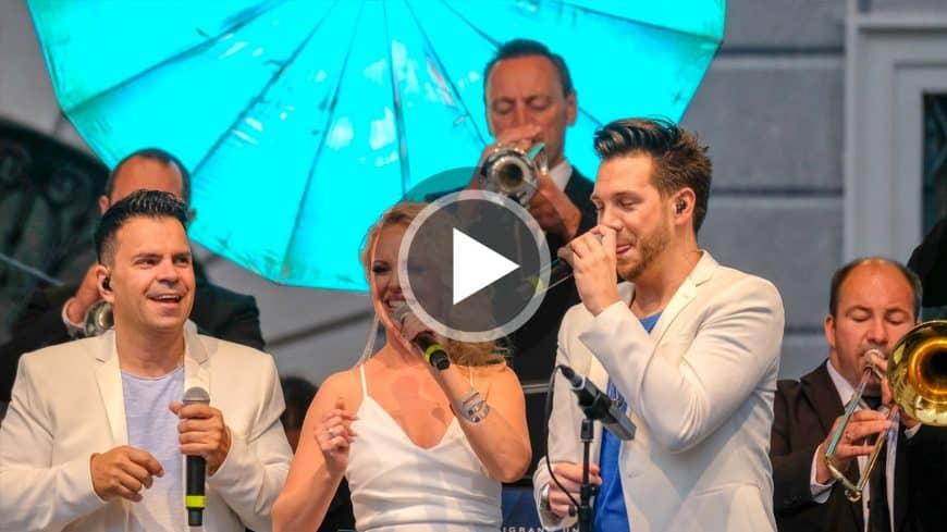 Im Video begeistern die Sänger der Bigband STEINBACH bei einem Open Air-Konzert in München.