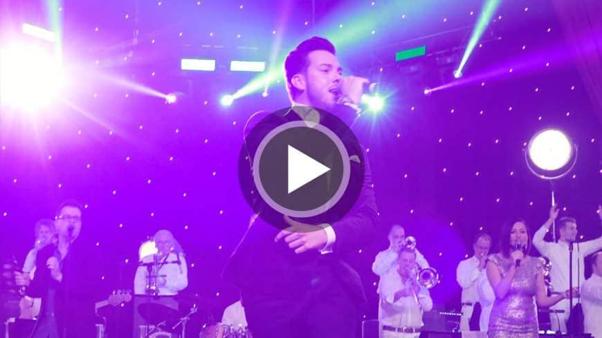 Im Video präsentiert die STEINBACH Band Partysongs bei der Firmenfeier der REWE Group.
