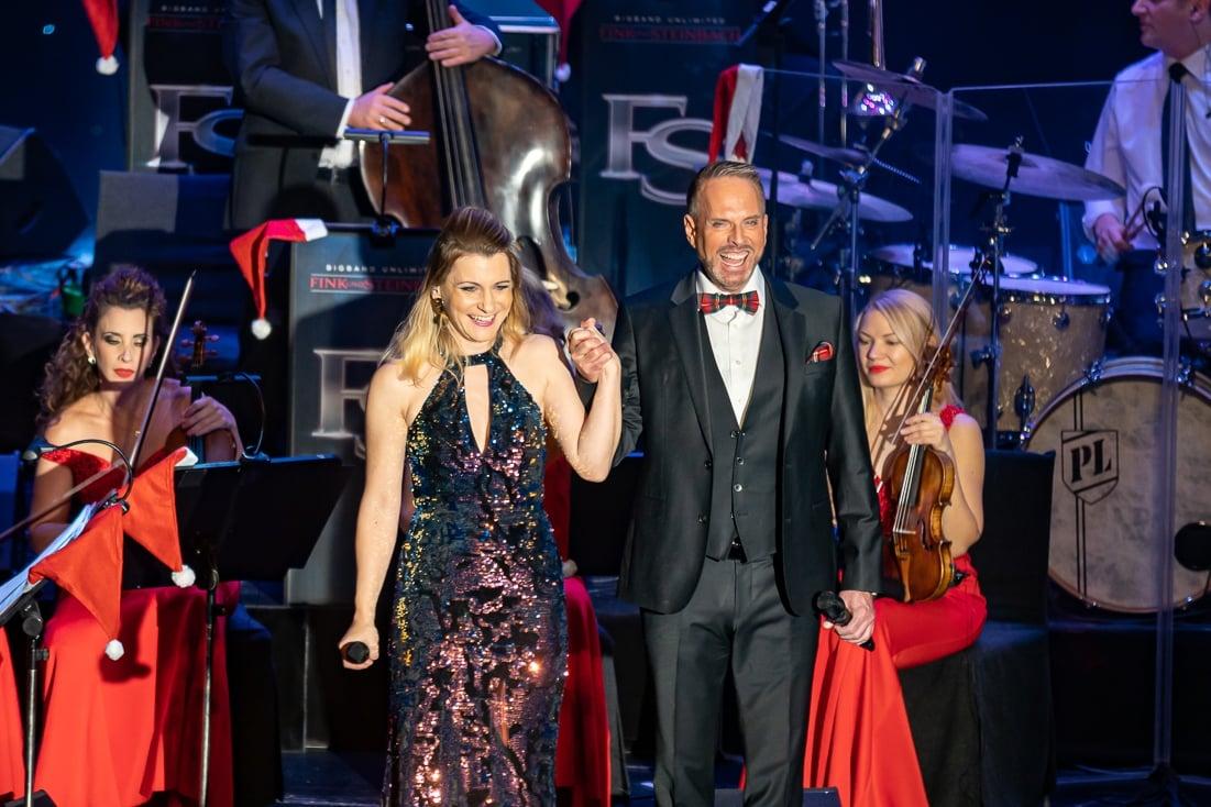 Sandra Kozlik und Kevin Tarte werden von der Eventband STEINBACH bei Musicals begleitet.