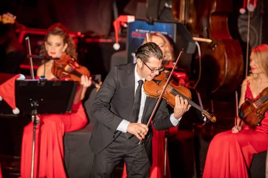 Johannes Krampen an der Geige und die gesamte Eventband