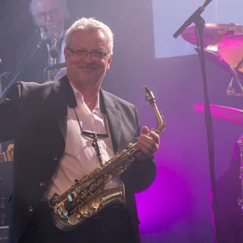 Der Saxophonist Armin Höfer spielt seit vielen Jahren bei der Bigband Steinbach