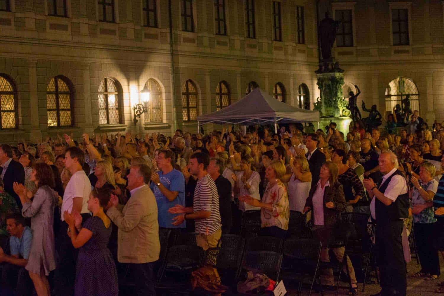 "Konzert Brunnenhof ""Let me entertain you"""