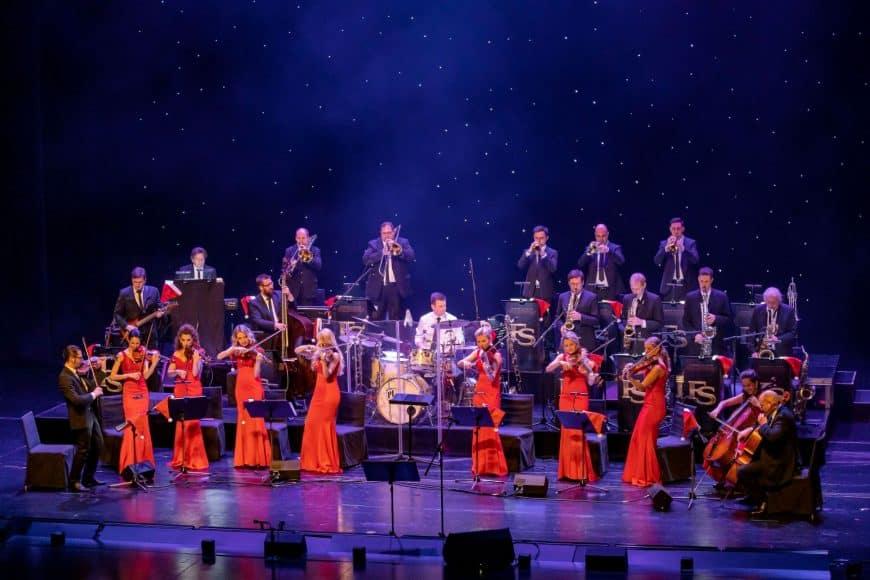 Das gesamte Orchester mit Bigband und Streichern