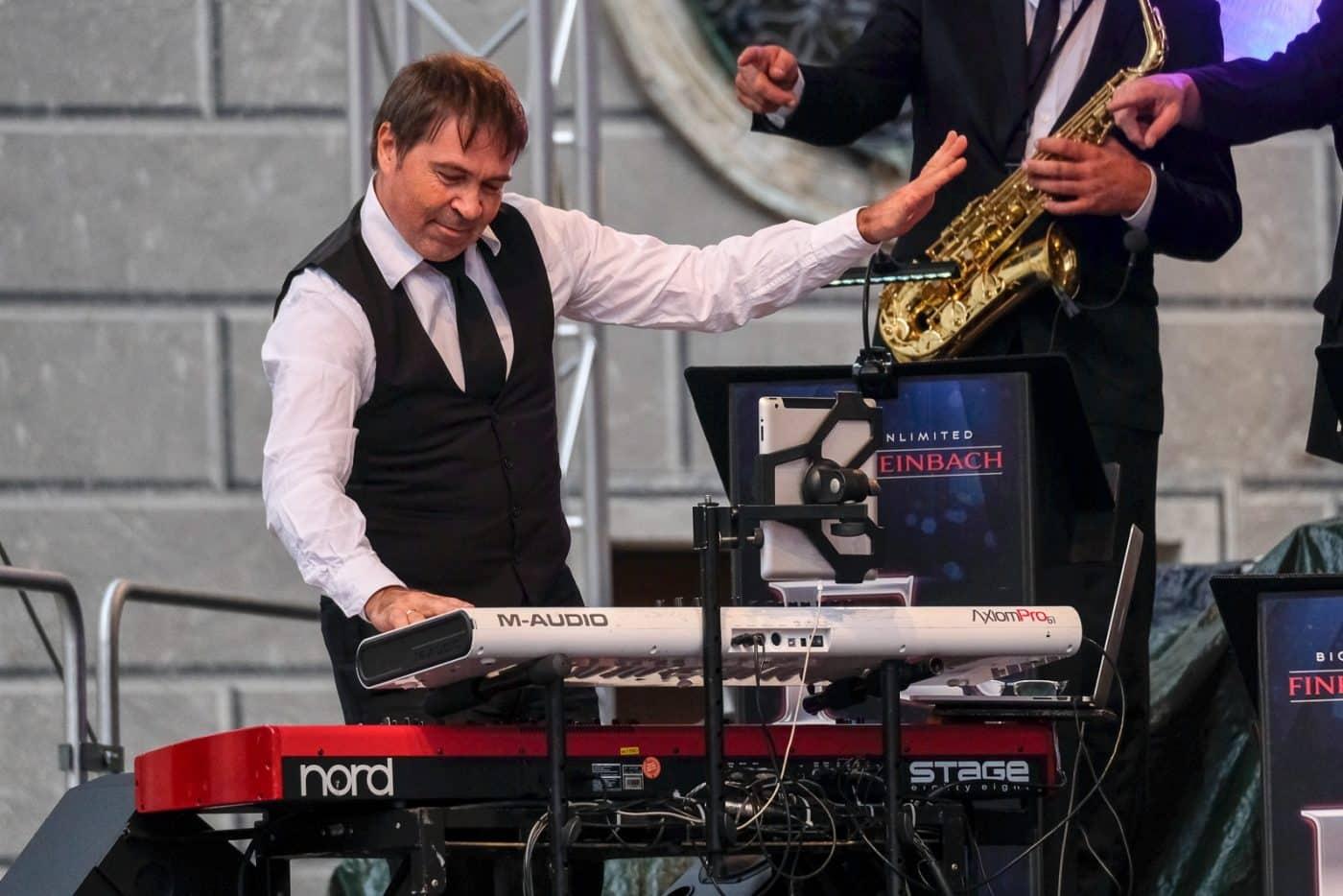Keyboarder der Eventband STEINBACH beim Open-Air-Auftritt 2018.
