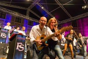 Die Bigband Steinbach mit ihren Solisten an der Gitarre