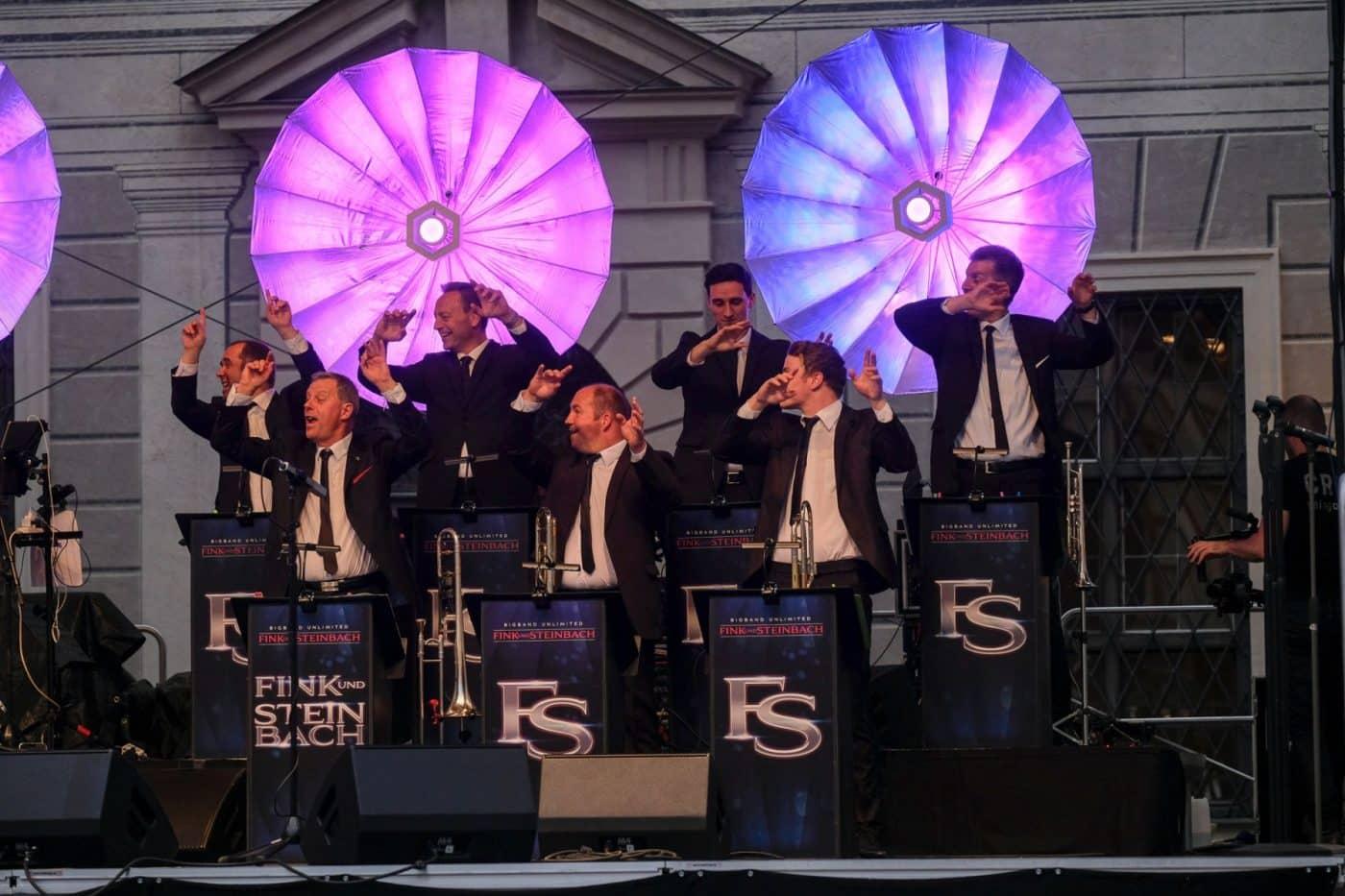 Die komplette STEINBACH Band tanzt zu Up Town Funk.
