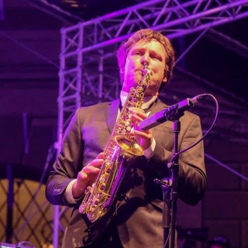 Manuel Wolf beim Saxophon-Solo